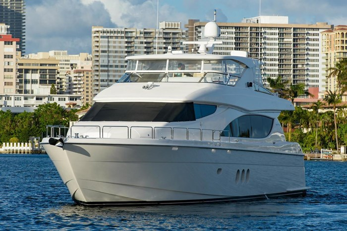 2013 Hatteras 80 Motor Yacht Photo 22 sur 66