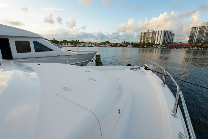 2013 Hatteras 80 Motor Yacht Photo 23 sur 66