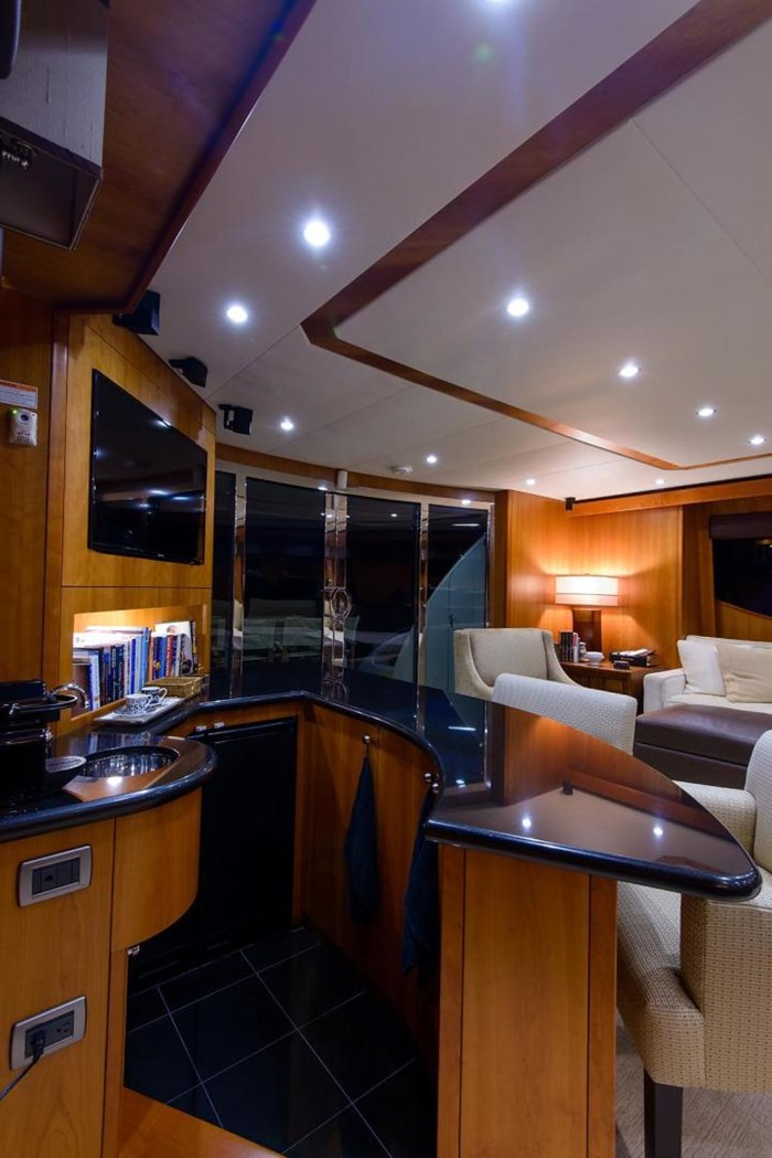 2013 Hatteras 80 Motor Yacht Photo 25 sur 66
