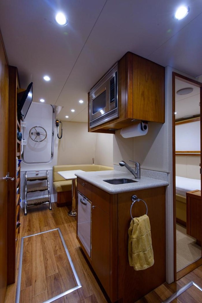 2013 Hatteras 80 Motor Yacht Photo 27 sur 66