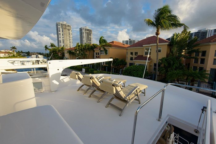 2013 Hatteras 80 Motor Yacht Photo 37 sur 66