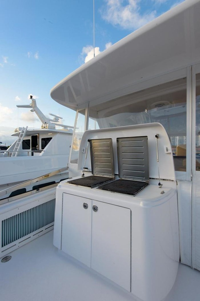 2013 Hatteras 80 Motor Yacht Photo 38 sur 66