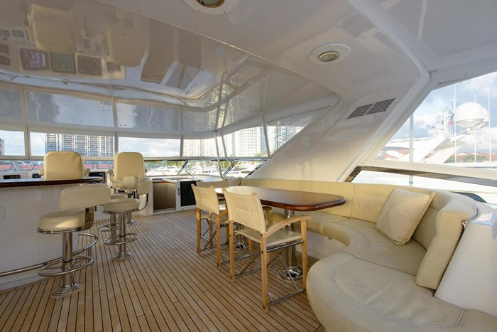 2013 Hatteras 80 Motor Yacht Photo 40 sur 66