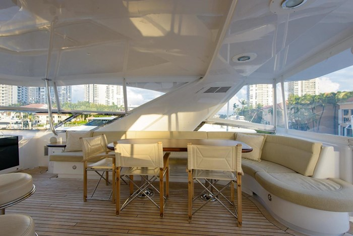2013 Hatteras 80 Motor Yacht Photo 41 sur 66