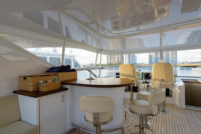 2013 Hatteras 80 Motor Yacht Photo 42 sur 66