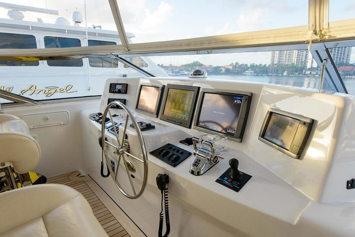 2013 Hatteras 80 Motor Yacht Photo 43 sur 66