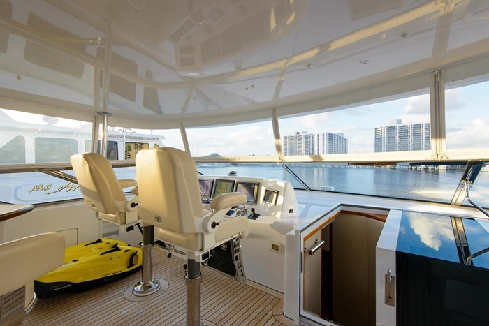 2013 Hatteras 80 Motor Yacht Photo 44 sur 66