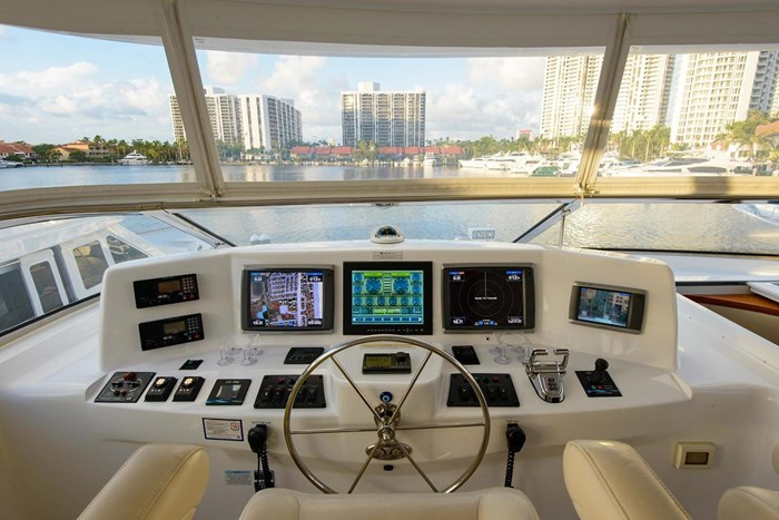 2013 Hatteras 80 Motor Yacht Photo 45 sur 66
