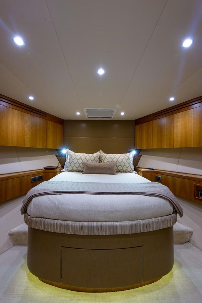 2013 Hatteras 80 Motor Yacht Photo 48 sur 66