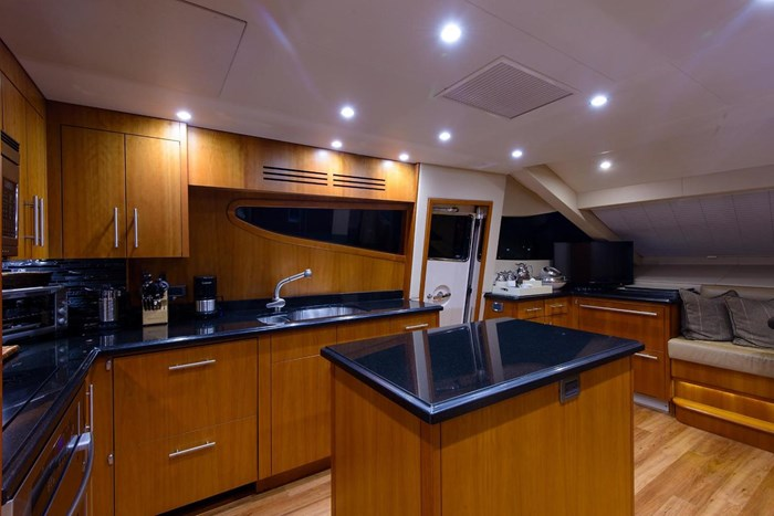 2013 Hatteras 80 Motor Yacht Photo 51 sur 66