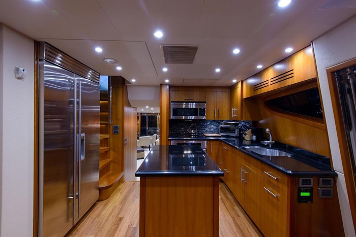 2013 Hatteras 80 Motor Yacht Photo 53 sur 66