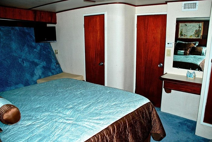 2001 Infinity Cockpit Motor Yacht Photo 16 of 57