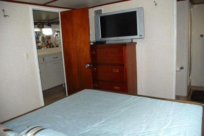 2001 Infinity Cockpit Motor Yacht Photo 24 of 57