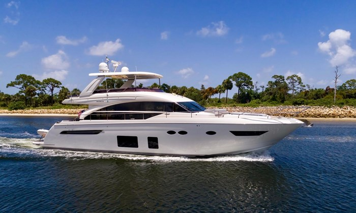 2015 Princess Flybridge 68 Motoryacht Photo 1 sur 39
