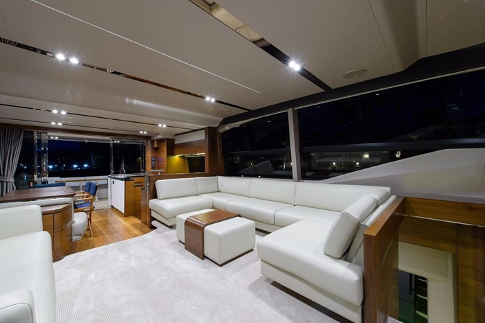 2015 Princess Flybridge 68 Motoryacht Photo 4 sur 39