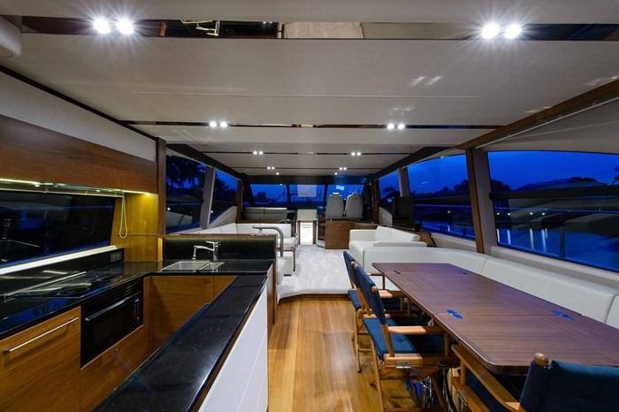 2015 Princess Flybridge 68 Motoryacht Photo 7 sur 39