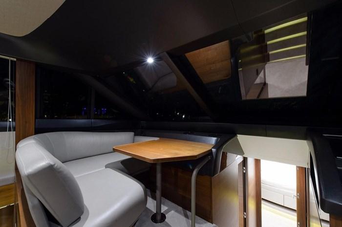 2015 Princess Flybridge 68 Motoryacht Photo 17 sur 39