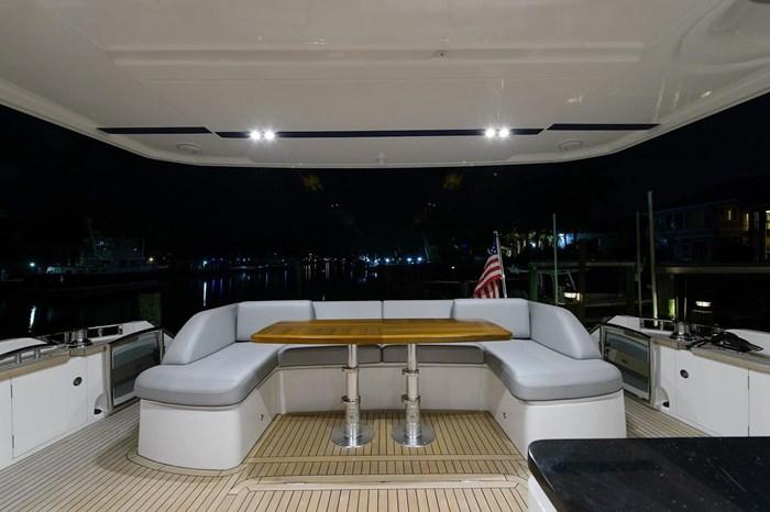 2015 Princess Flybridge 68 Motoryacht Photo 20 sur 39