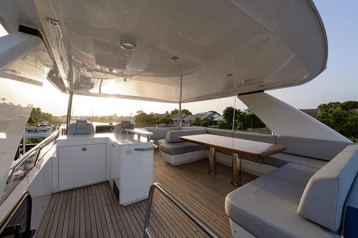 2015 Princess Flybridge 68 Motoryacht Photo 21 sur 39
