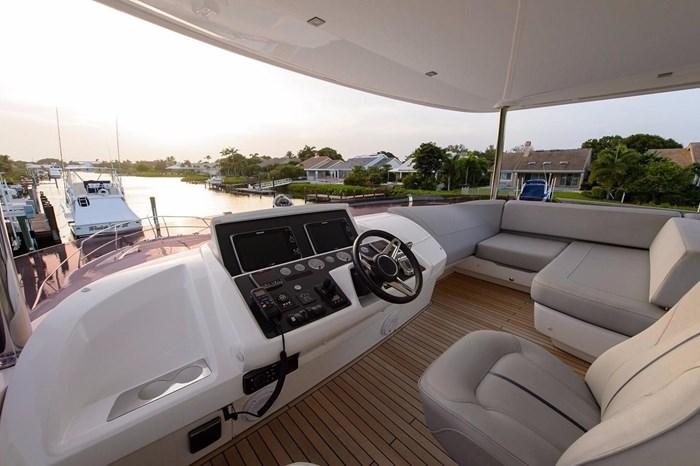 2015 Princess Flybridge 68 Motoryacht Photo 27 sur 39