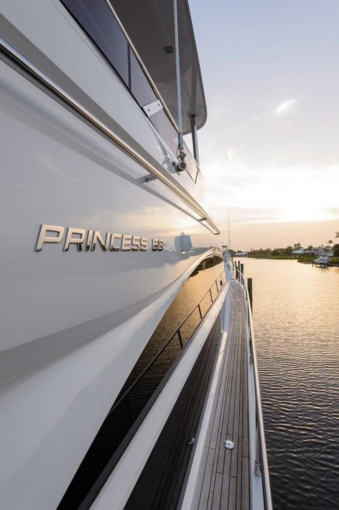 2015 Princess Flybridge 68 Motoryacht Photo 33 sur 39