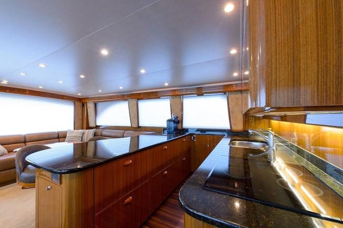 2008 Viking Yachts Convertible Photo 13 sur 42