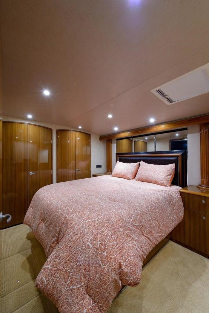 2008 Viking Yachts Convertible Photo 16 sur 42