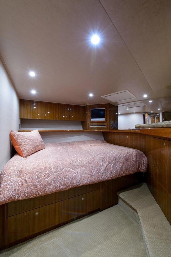 2008 Viking Yachts Convertible Photo 22 sur 42