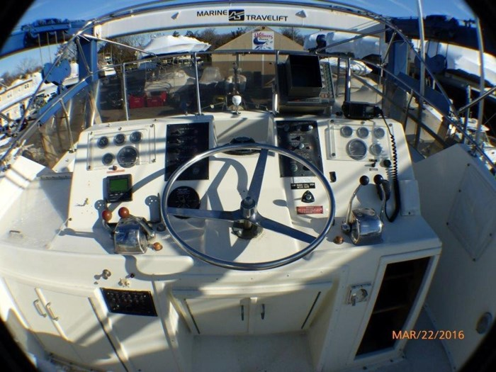 1979 Hatteras 53 Motor Yacht Photo 11 of 27