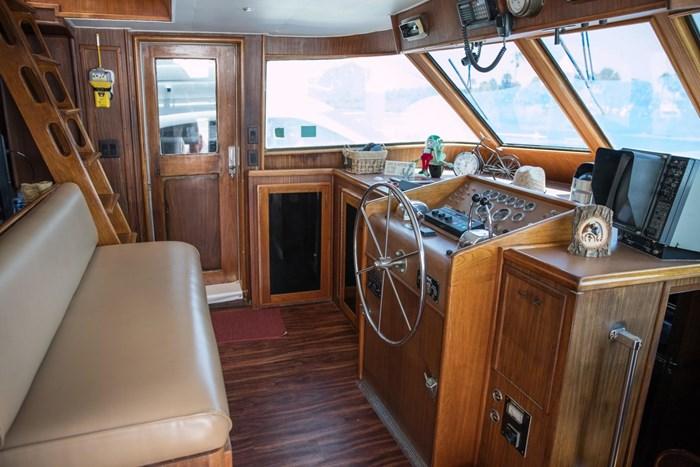 1984 Hatteras 53 Motor Yacht Photo 15 sur 55