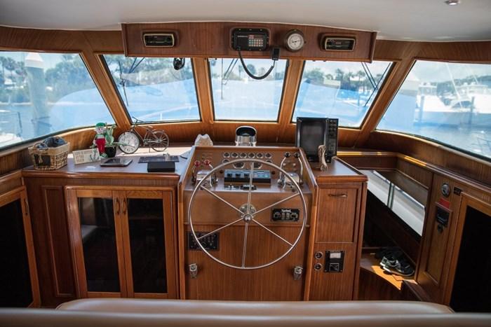 1984 Hatteras 53 Motor Yacht Photo 16 sur 55