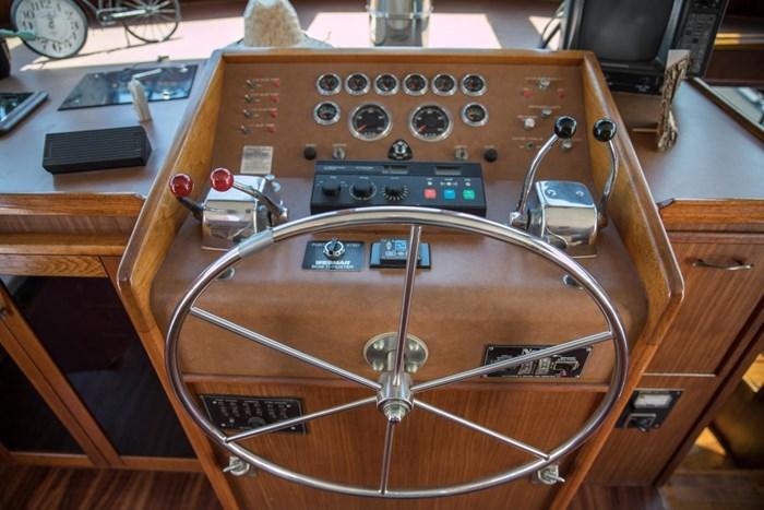 1984 Hatteras 53 Motor Yacht Photo 17 sur 55