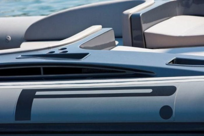2020 Pirelli PZero 1400 Yacht Edition Photo 12 sur 18