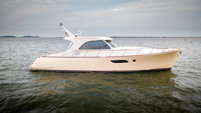 Mochi Craft 44 Dolphin 2008 Used Boat for Sale in Long Island, New York -  BoatDealers ca