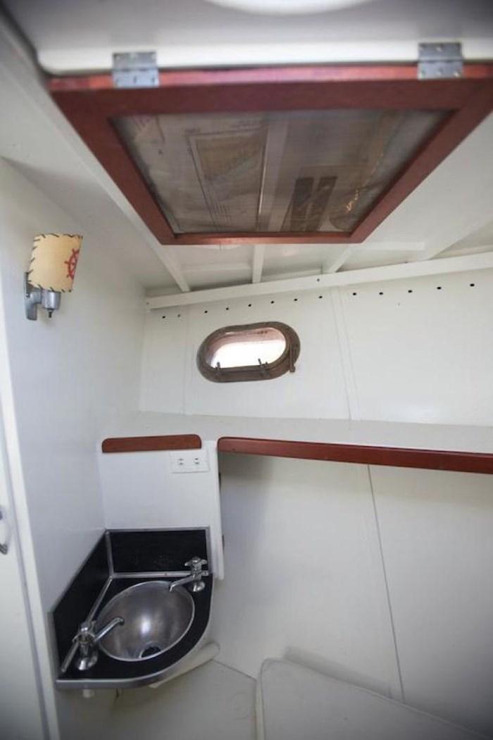 1953 Chris-Craft Flybridge Motor Yacht Photo 35 sur 53