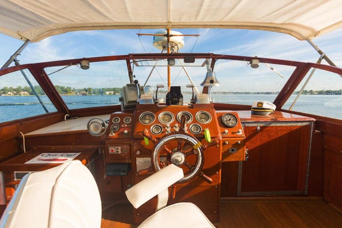 1953 Chris-Craft Flybridge Motor Yacht Photo 37 sur 53