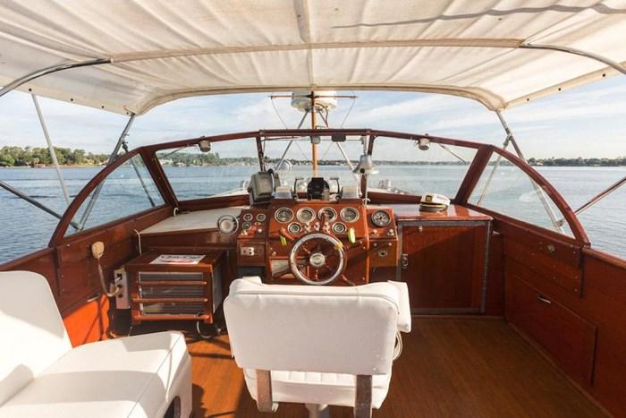 1953 Chris-Craft Flybridge Motor Yacht Photo 38 sur 53