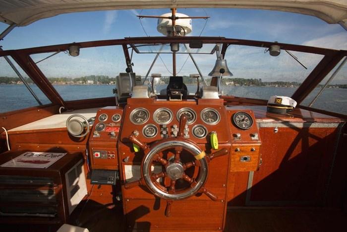 1953 Chris-Craft Flybridge Motor Yacht Photo 39 sur 53