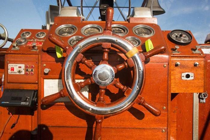 1953 Chris-Craft Flybridge Motor Yacht Photo 40 sur 53
