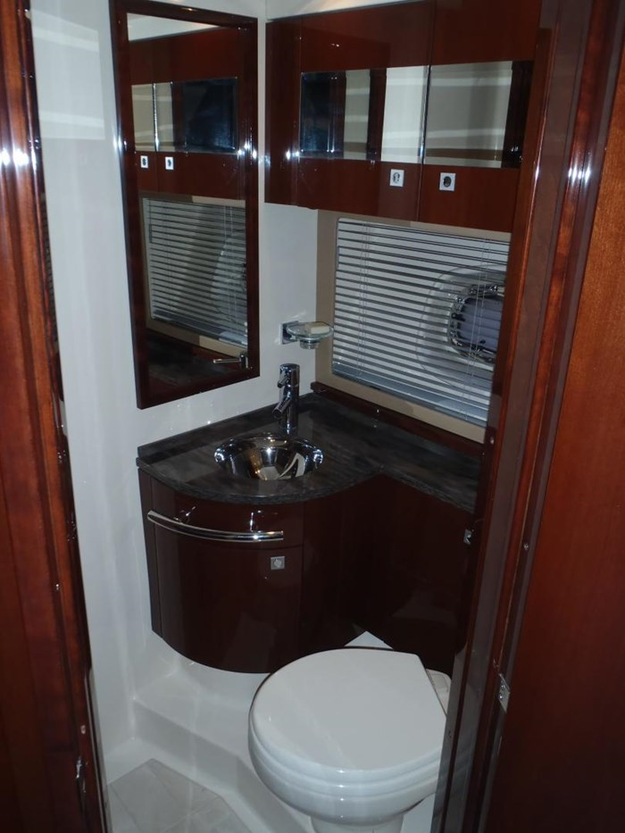 2012 Sea Ray 450 Sundancer Photo 16 sur 50
