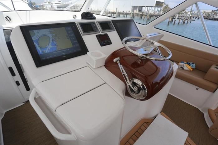 2014 Viking Yachts 42' Open Photo 13 of 32