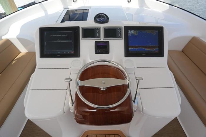 2014 Viking Yachts 42' Open Photo 14 of 32