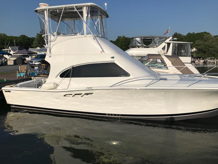 2001 Luhrs 36 Convertible Photo 2 of 22
