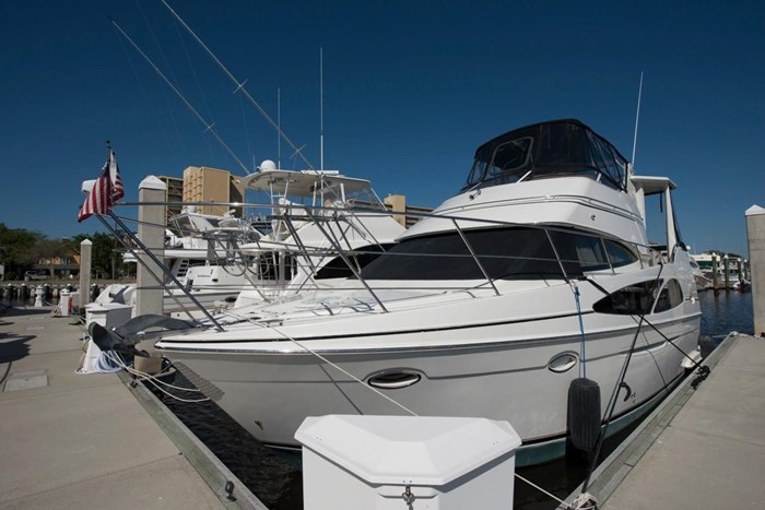 2005 Carver 366 Motor Yacht Photo 3 sur 37