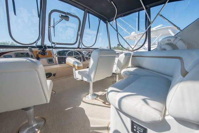 2005 Carver 366 Motor Yacht Photo 12 sur 37