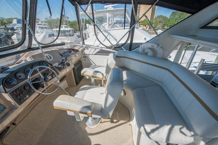 2005 Carver 366 Motor Yacht Photo 13 sur 37