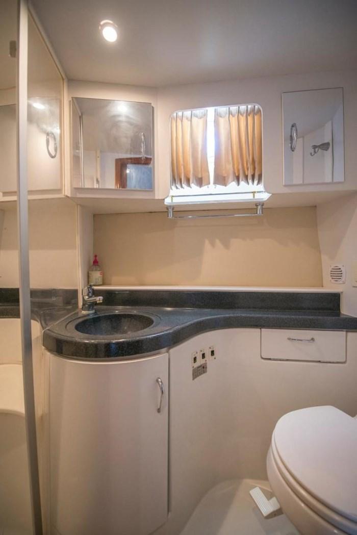 2005 Carver 366 Motor Yacht Photo 35 sur 37