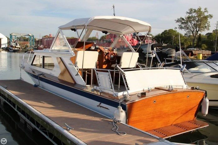 1969 Lyman 26 Express Cruiser Photo 2 of 20