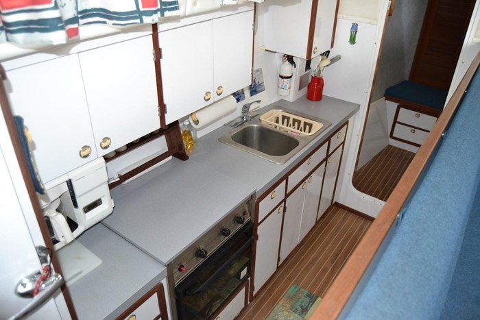 1999 Endeavour Catamaran 36 Photo 19 of 58