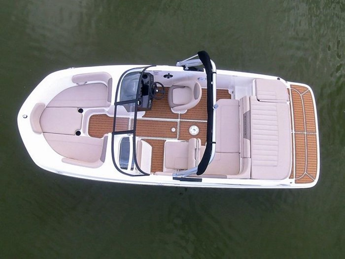 2019 Bayliner VR5 Bowrider I/O Photo 2 sur 2